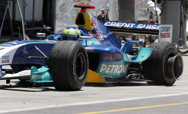 2004 United States Grand Prix - Sunday Race,2004 United States Grand PrixIndianapolis, USA. 20th June 2004 Giancarlo Fisichella, Sauber Petronas C23 returns to the pit lane with a punctured left rear tyre. Action.World Copyright: Steve Etherington/LAT Photographic ref: Digital Image Only