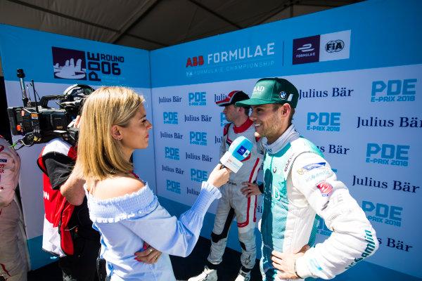 TV Presenter Nicki Shields, talks to Tom Blomqvist (GBR), MS + AD Andretti Formula E, Andretti ATEC-03.