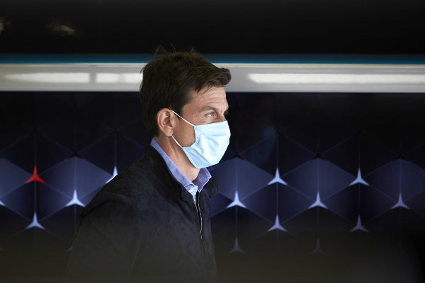 Toto Wolff, Executive Director (Business), Mercedes AMG wears a protective mask in the garage