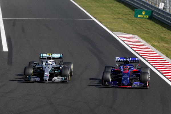 Valtteri Bottas, Mercedes AMG W10, passes Daniil Kvyat, Toro Rosso STR14