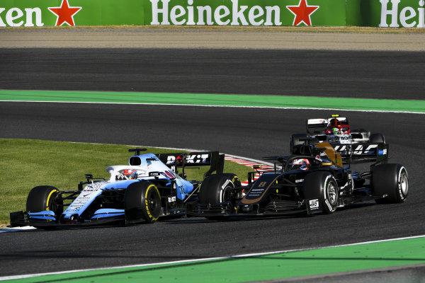 George Russell, Williams Racing FW42, Romain Grosjean, Haas VF-19 and Antonio Giovinazzi, Alfa Romeo Racing C38 battle