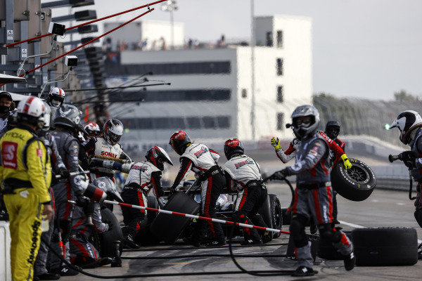 #21: Rinus VeeKay, Ed Carpenter Racing Chevrolet, pit stop