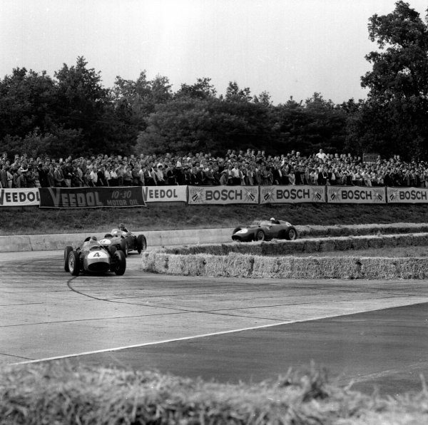 1959 German Grand Prix.Avus, Berlin, Germany.31/7-2/8 1959.Tony Brooks (Ferrari Dino 246) leads into the Hairpin. He finished in 1st position.Ref-4666.World Copyright - LAT Photographic