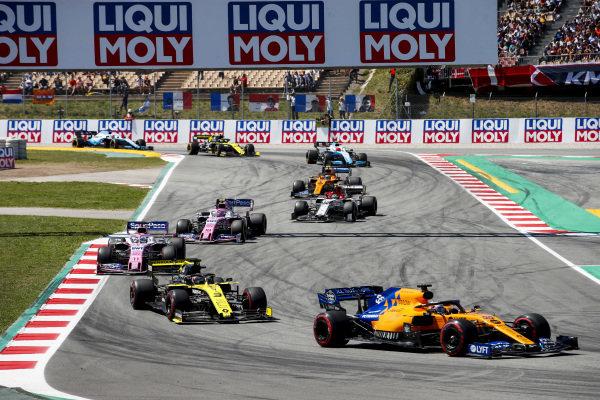 Carlos Sainz Jr., McLaren MCL34, leads Daniel Ricciardo, Renault R.S.19, Sergio Perez, Racing Point RP19, Lance Stroll, Racing Point RP19, Antonio Giovinazzi, Alfa Romeo Racing C38, and Lando Norris, McLaren MCL34