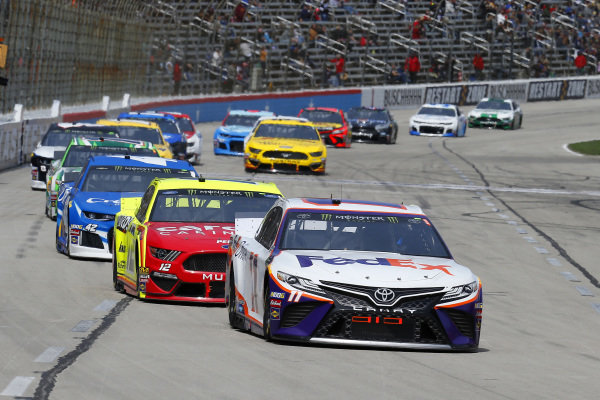 #11: Denny Hamlin, Joe Gibbs Racing, Toyota Camry FedEx Office and #12: Ryan Blaney, Team Penske, Ford Mustang Menards/Cardell Cabinetry