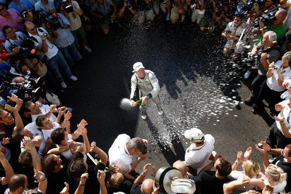 Autodromo Nazionale di Monza, Monza, Italy. 13th September 2009. Rubens Barrichello, Brawn GP BGP001 Mercedes, 1st position, celebrates with the Brawn GP team. Portrait. World Copyright: Andrew Ferraro/LAT Photographic ref: Digital Image _H0Y4803