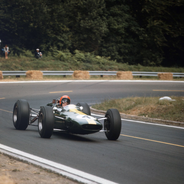 Rouen-les-Essarts, France.26-28 June 1964.Peter Arundell (Lotus 25 Climax) 4th position.Ref-3/1272.World Copyright - LAT Photographic