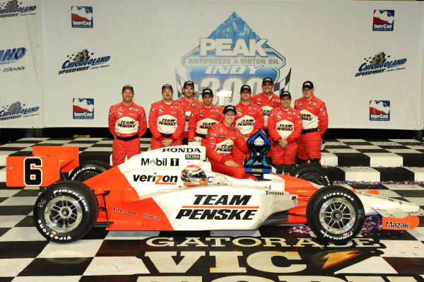 Race winner Ryan Briscoe (AUS) celebrates with the Penske Team. IndyCar Series, Rd15, Peak Anti Freeze 300, Chicagoland Speedway, Joliet, Illinois, USA, 29-30 August 2009.
