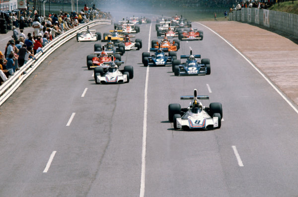 Kyalami, South Africa. 27/2-1/3 1975.Carlos Pace leads Carlos Reutemann (both Brabham BT44B Ford's), Jody Scheckter and Patrick Depailler (both Tyrrell 007 Ford's) and Niki Lauda (Ferrari 312T) at the start, action. Ref-75SA04.World Copyright - LAT Photographic