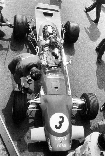 1968 Dutch Grand Prix.Zandvoort, Holland. 23 June 1968.Graham Hill, Lotus 49B-Ford, 9th position, in the pitlane, action.World Copyright: LAT PhotographicRef: Motor b&w print