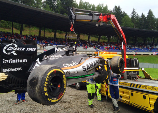 Red Bull Ring, Spielberg, Austria. Sunday 3 July 2016. Marshals remove the damaged car of Sergio Perez, Force India VJM09 Mercedes, after his last lap crash. World Copyright: Anthony Rowlinson/LAT Photographic ref: Digital Image IMG_3165
