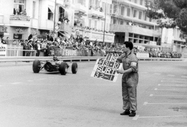 1965 Monaco Grand Prix.Monte Carlo, Monaco. 28-30 May 1965.Graham Hill, BRM P261, 1st position, passes his pit board, action.World Copyright - LAT PhotographicRef: B/W Print.