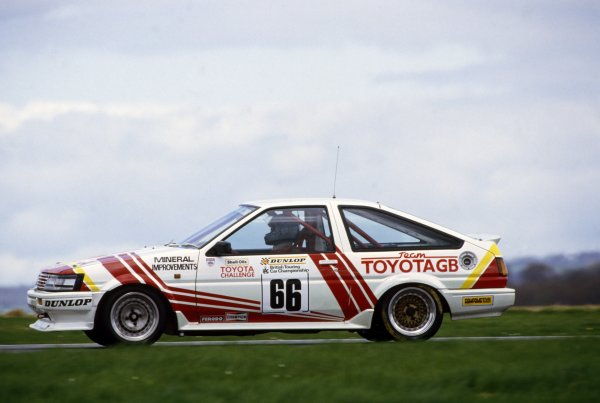 1987 British Touring Car Championship. Silverstone, England. Chris Hodgetts (Toyota Corolla GT) champion, action.World Copyright: LAT Photographic.ref: 35mm Colour Transparency.