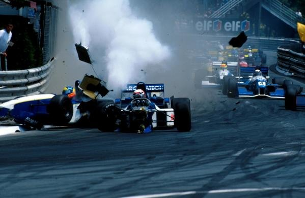 Guillaume Gomez (FRA) (centre) and his DAMS team mate, pole sitter, Tarso Marques (BRA) Reynard 95D Cosworth (left) collide and crash into the barriers at the start of the race.  