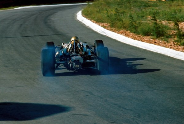 Jack Brabham (AUS) Brabham Repco BT20, smokes his rear tyres on the way to 6th place.