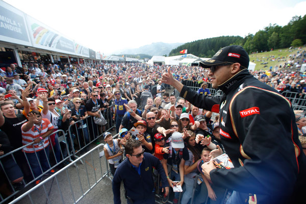 Red Bull Ring, Spielberg, Austria. Saturday 21 June 2014. Pastor Maldonado, Lotus F1, gives fans the thumbs up. World Copyright: Charles Coates/LAT Photographic. ref: Digital Image _J5R9838