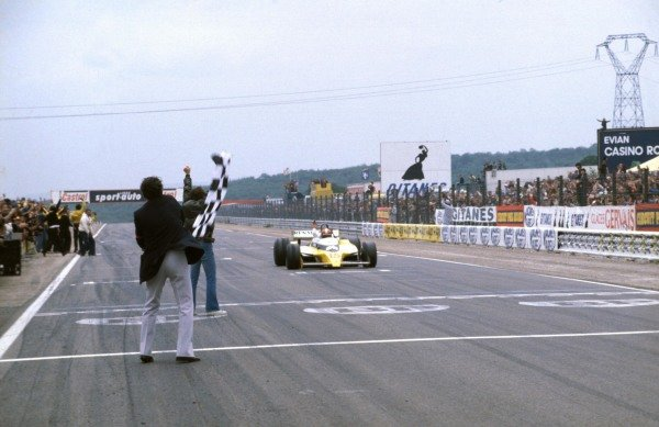 Jean-Pierre Jabouille, Renault RS10 takes the chequered flag for victory.