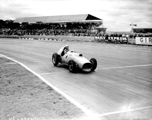 Silverstone, England.17-19 July 1952.Alberto Ascari (F2 Ferrari 500) 1st position.Ref-Motor 768/21.World Copyright - LAT Photographic