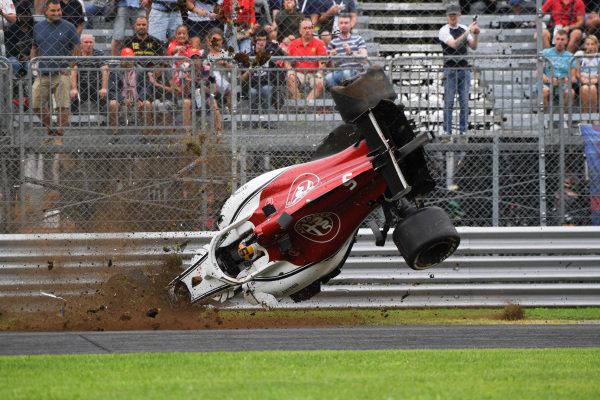Marcus Ericsson, Alfa Romeo Sauber C37 suffered a big crash in FP2
