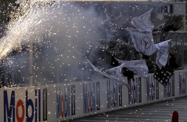 2002 DTM Championship.Hockenheim, Germany. 5-6 October 2002.The HWA team mechanics celebrate Bernd Schneider's victory in the last DTM race of the season. World Copyright - Andre Irlmeier/LAT Photographic