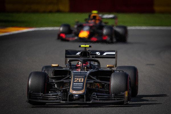 Kevin Magnussen, Haas VF-19, leads Alexander Albon, Red Bull RB15