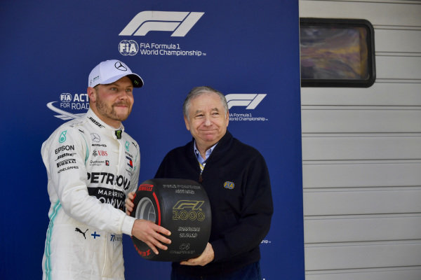 Valtteri Bottas, Mercedes AMG F1, receives the Pirelli Pole Position award from Jean Todt, President, FIA