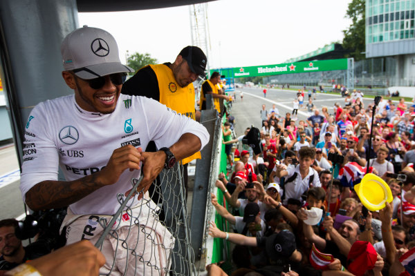 Autodromo Nazionale di Monza, Italy. Sunday 4 September 2016. Lewis Hamilton, Mercedes AMG, 2nd Position, celebrates with the fans after the race. World Copyright: Sam Bloxham/LAT Photographic ref: Digital Image _SBB9781
