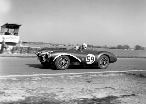 Goodwood, England. 2nd April 1956.Stirling Moss (Aston Martin DB3S), 1st position, action. World Copyright: LAT PhotographicRef: Autocar Glass Plate C45884.