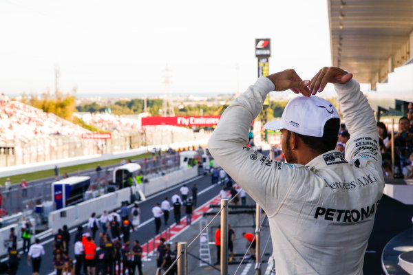 Suzuka Circuit, Japan. Sunday 8 October 2017. Lewis Hamilton, Mercedes AMG, 1st Position, does the Mobot on the podium. World Copyright: Joe Portlock/LAT Images  ref: Digital Image _L5R0481