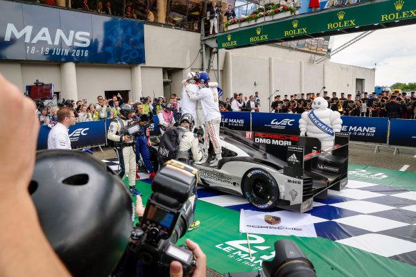 2016 Le Mans 24 Hours. Circuit de la Sarthe, Le Mans, France. Porsche Team / Porsche 919 Hybrid - Romain Dumas (FRA), Neel Jani (CHE), Marc Lieb (DEU).  Sunday 19 June 2016 Photo: Adam Warner / LAT ref: Digital Image _L5R7836