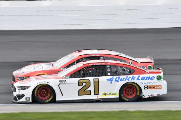 #21: Matt DiBenedetto, Wood Brothers Racing, Ford Mustang Motorcraft/Quick Lane, #4: Kevin Harvick, Stewart-Haas Racing, Ford Mustang Busch Light Apple