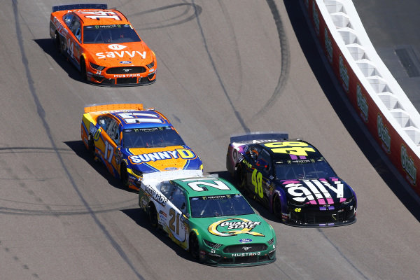 #21: Paul Menard, Wood Brothers Racing, Ford Mustang Menards / Quaker State, #48: Jimmie Johnson, Hendrick Motorsports, Chevrolet Camaro Ally and #17: Ricky Stenhouse Jr., Roush Fenway Racing, Ford Mustang SunnyD