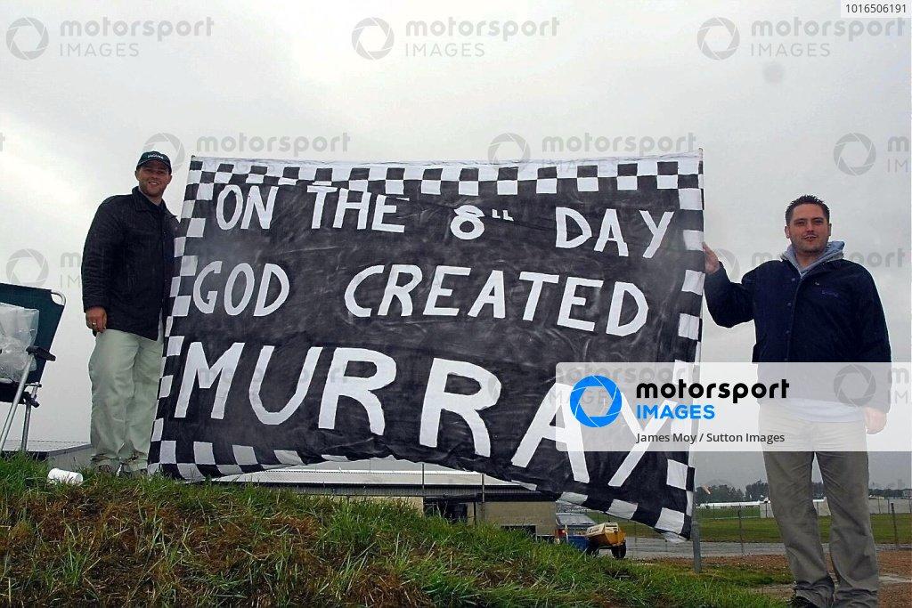 Murray Walker fans British Grand Prix Qualifying, Silverstone 14 July 2001 DIGITAL IMAGE