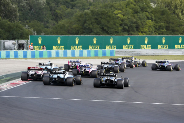 Nico Hulkenberg, Renault R.S. 19, leads Alexander Albon, Toro Rosso STR14, Daniil Kvyat, Toro Rosso STR14, Kevin Magnussen, Haas VF-19, Sergio Perez, Racing Point RP19, Lance Stroll, Racing Point RP19, and the remainder of the field at the start