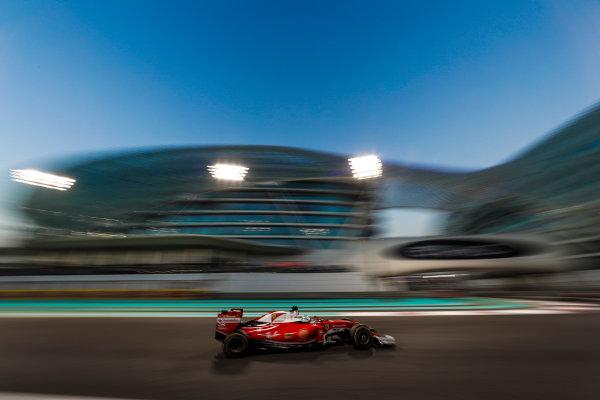 Yas Marina Circuit, Abu Dhabi, United Arab Emirates. Sunday 27 November 2016. Sebastian Vettel, Ferrari SF16-H. World Copyright: Dunbar/LAT Photographic ref: Digital Image _X4I4836