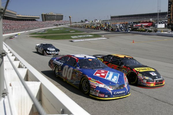 16-18 March 2007, Atlanta Motor Speedway, Atlanta, GADavid Reutimann and Scott Riggs race into Turn 1©2007, Lesley Ann Miller, USALAT Photographic