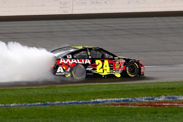 9-10 May, 2014, Kansas City, Kansas USA Jeff Gordon celebrates his win with a burnout ©2014, Russell LaBounty LAT Photo USA