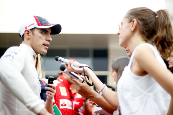 2012 Indian Grand Prix - Saturday Buddh International Circuit, New Delhi, India. 27th October 2012. Pastor Maldonado, Williams F1 Team, is interviewed after qualifying. World Copyright:Glenn Dunbar/LAT Photographic ref: Digital Image _89P6516