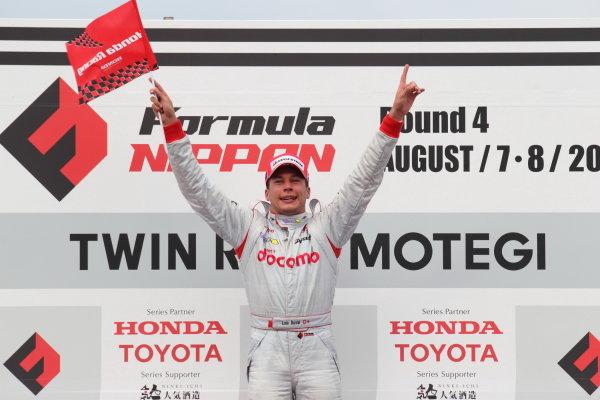 Rd,4 MOTEGI, Japan. 7th - 8th August 2010.Winner Loic Duval ( #1 DOCOMO TEAM DANDELION ) podium.World Copyright: Yasushi Ishihara/LAT Photographicref: 2010FN_R4_007