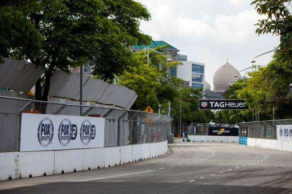 2015/2016 FIA Formula E Championship. Putrajaya ePrix, Putrajaya, Malaysia. Friday 6 November 2015. A view of the circuit. Photo: Zak Mauger/LAT/Formula E ref: Digital Image _MG_3729