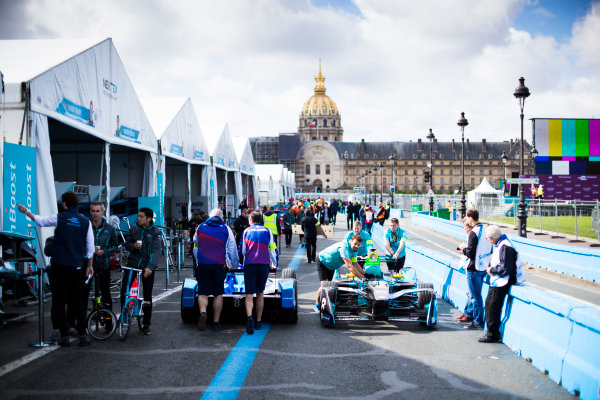 2016/2017 FIA Formula E Championship. Qatar Airways Paris ePrix, France. Friday 19 May 2017. Cars of Andretti and NextEV in the pitlane  Photo: Sam Bloxham/LAT/Formula E ref: Digital Image _J6I7402