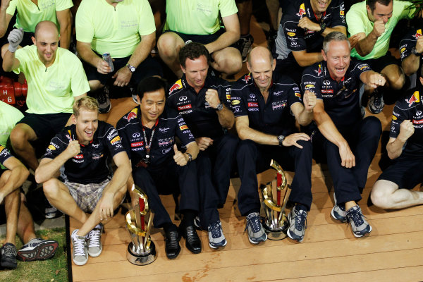 Marina Bay Circuit, Singapore. Sunday 22nd September 2013.  Red Bull Racing celebration team photo.  World Copyright: Jed Leicester/LAT Photographic. ref: Digital Image _JEL3312
