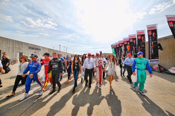 24 May, 2015, Indianapolis, Indiana, USA Chip Ganassi and his drivers Sage Karam, Sebsatian Saavedra, Scott Dixon, Charlie Kimball and Tony Kanaan walk to the grid ©2015, Michael L. Levitt LAT Photo USA