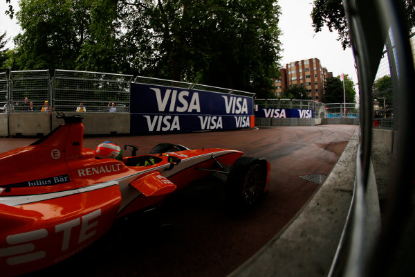 2014/2015 FIA Formula E Championship. London ePrix, Battersea Park, London, United Kingdom. Sunday 28 June 2015 Simona de Silvestro (SUI)/Andretti Autosport - Spark-Renault SRT_01E Photo: Zak Mauger/LAT/Formula E ref: Digital Image _L0U0205