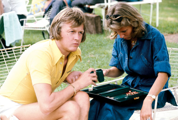 Kyalami, South Africa. 27th February - 1st March 1975. Ronnie Peterson (Lotus 72E-Ford), 10th position, relaxes with his wife Barbro, portrait.  World Copyright: LAT Photographic. Ref: 75SA13