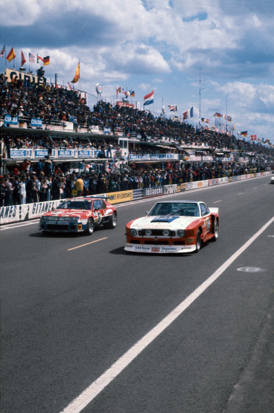 Le Mans, France. 11th - 12th June 1977.Robin Hamilton/David Preece/Mike Salmon (Aston Martin V8), 17th position, passes Bernard Decure/Jean-Luc Therier/Cochise (Alpine-Renault A310), retired, action. World Copyright: LAT Photographic.Ref:  77LM
