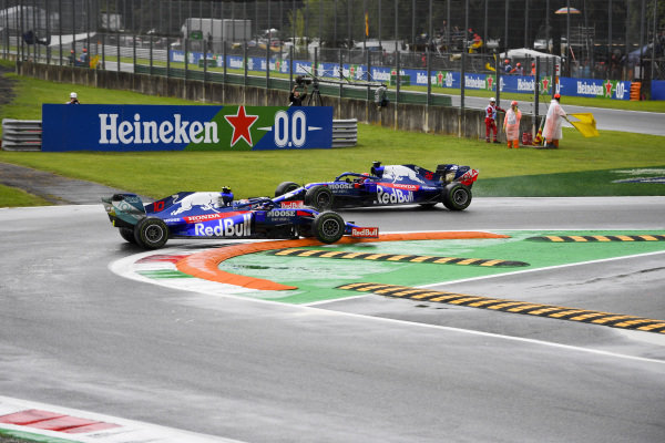 Pierre Gasly, Toro Rosso STR14 gets struck on a kerb as Daniil Kvyat, Toro Rosso STR14 drives by