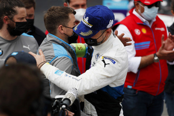Jake Dennis (GBR), BMW I Andretti Motorsport, 1st position, celebrates with his team in Parc Ferme