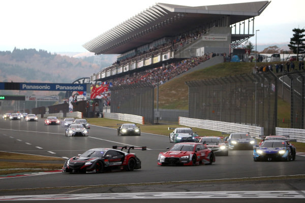 Narain Karthikeyan, Nakajima Racing Honda NSX-GT leads.
