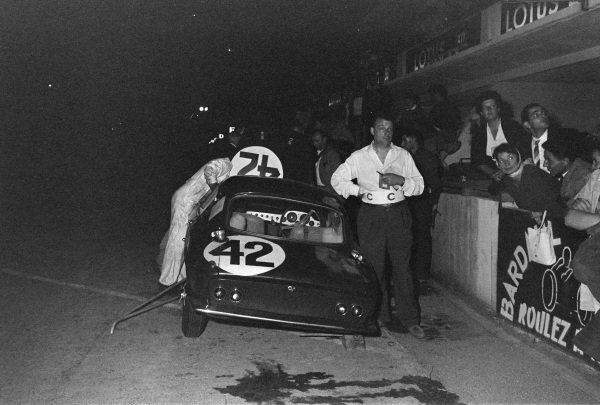John Whitmore / Jim Clark, Border Reivers, Lotus Elite Mk 14-Coventry Climax FWE, makes a pitstop during the night.